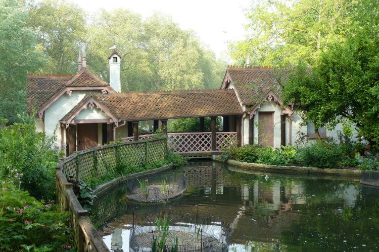 Secret Gardens - London date ideas
