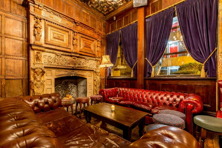 Old Queen's Head - London pubs with open fires