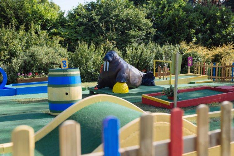 Plonk Horniman - crazy golf London