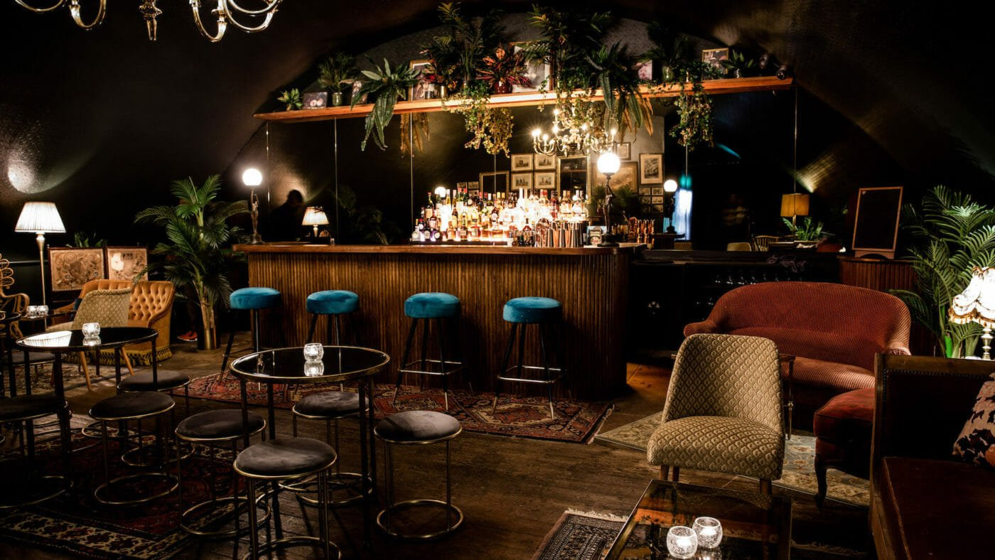 casa do frango hidden bar