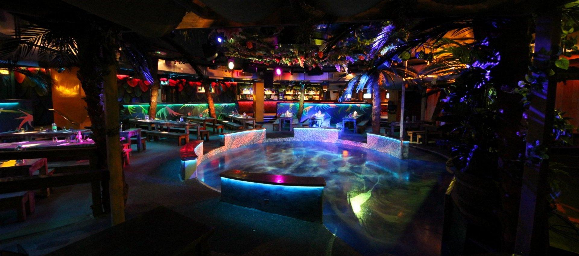 Club Tropicana Drinks Are Free Lyrics
